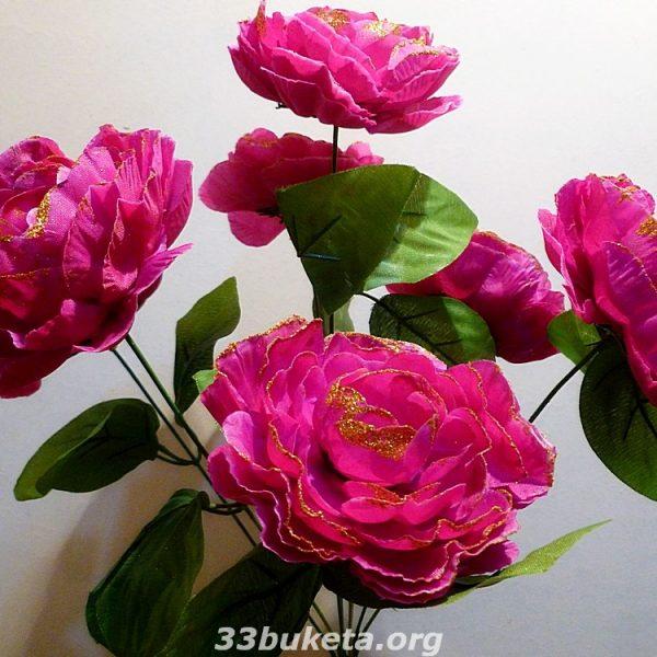 Пион с золотом 7 цветков средний букет
