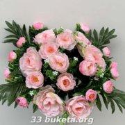 Розы с бутонами